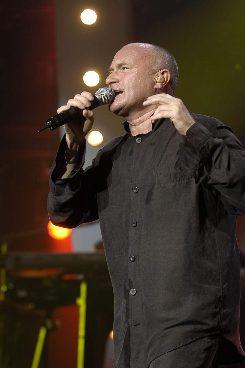 review phil collins live in montreux 2004 access2music. Black Bedroom Furniture Sets. Home Design Ideas